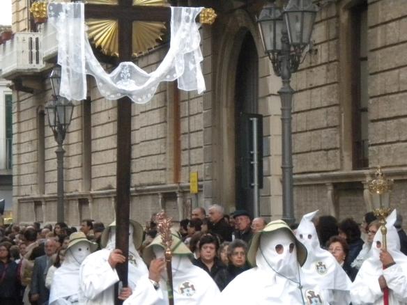 manifestazione di anonimi a Roma